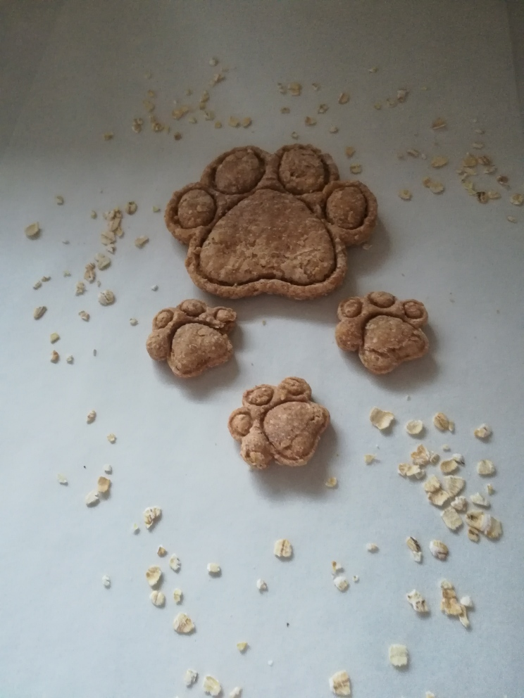 *Peanut Butter & Oat Paw Cookie